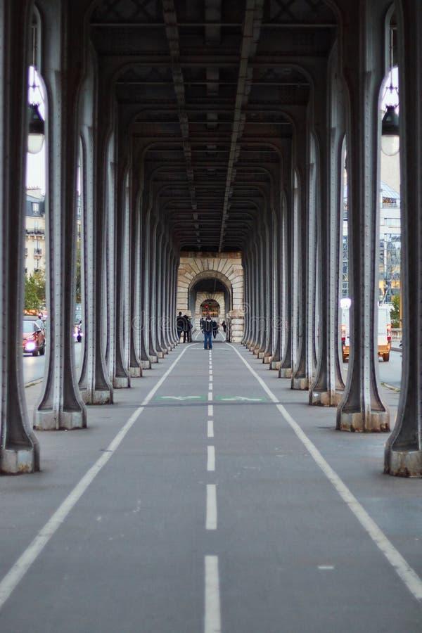 Мост Bir Hakeim, Париж, Франция стоковое фото
