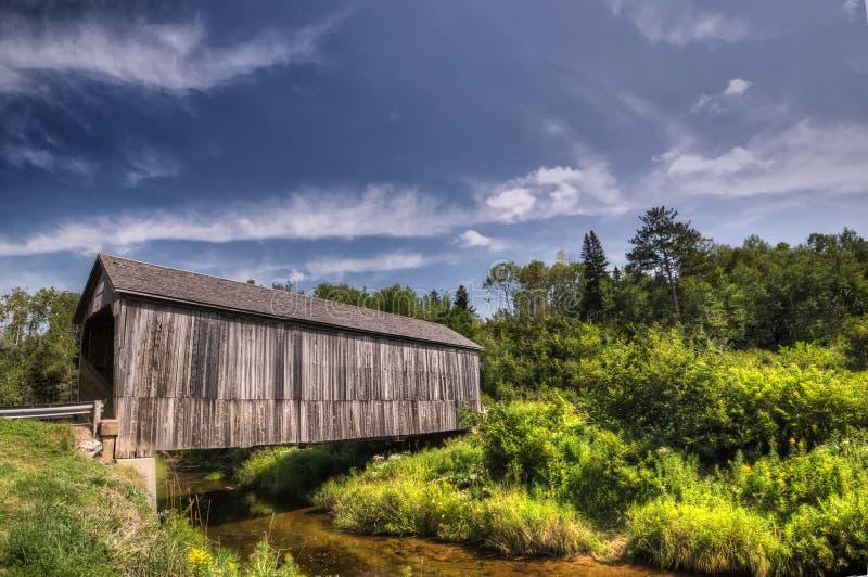 мост brunswick покрыл новую стоковые фото