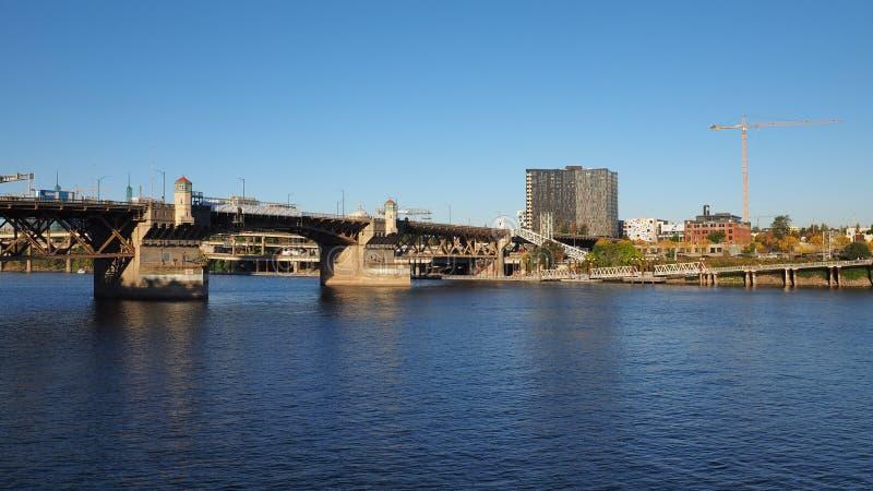 Мост Burnside, Портленд, Орегон стоковые изображения