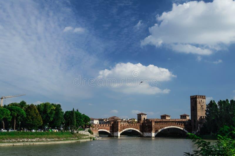 Мост Castelvecchio в Вероне, Италии стоковые фото