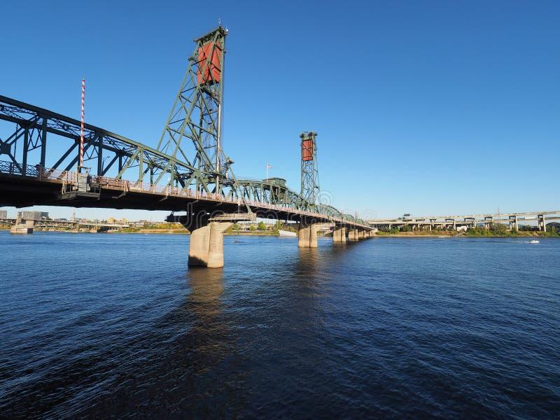 Мост Hwtorne, Портленд, Орегон стоковые фото