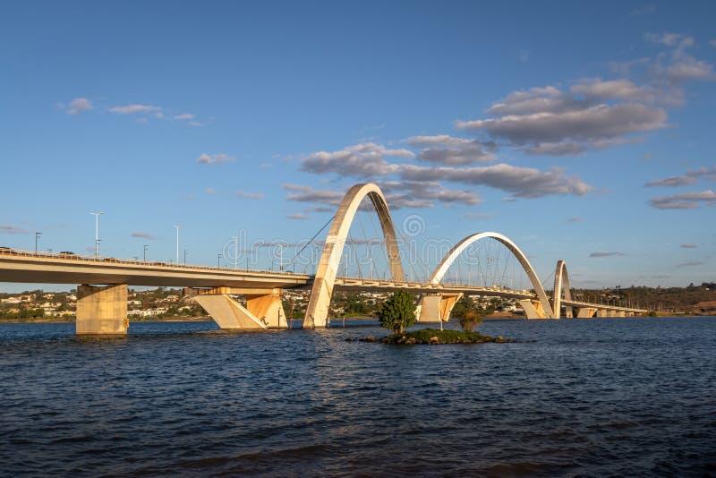 Мост JK и озеро Paranoa - Brasilia, Distrito федеральное, Бразилия стоковая фотография