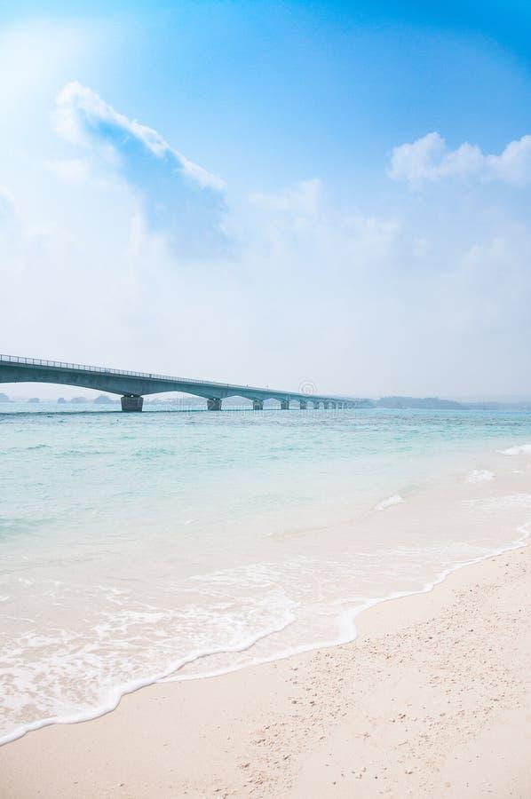 Мост Kouri Ohashi, Окинава, Япония стоковое изображение rf