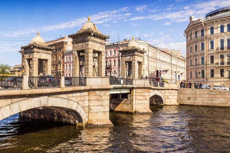 Мост Lomonosov в Санкт-Петербурге стоковое изображение rf