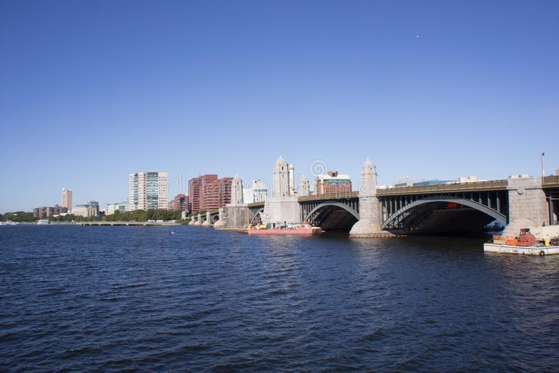 Мост Longfellow пересекая Реку Charles стоковая фотография