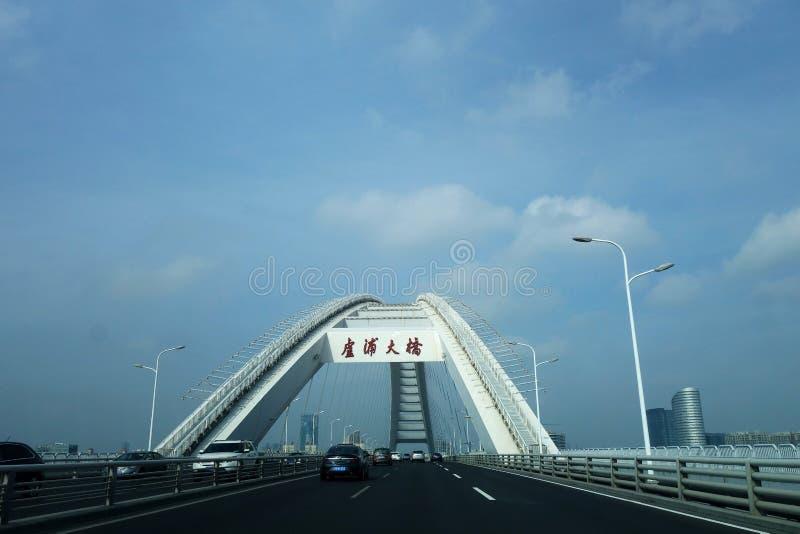 Мост Lupu который через Реку Huangpu в Шанхае стоковое изображение