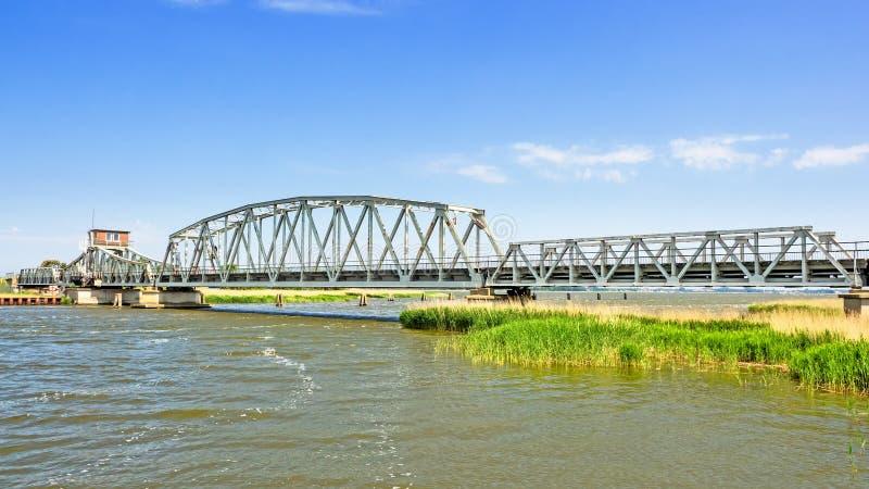 Мост Meiningen между Zingst и Bresewitz, Mecklenburg-западной Померанией, Германией стоковые изображения rf