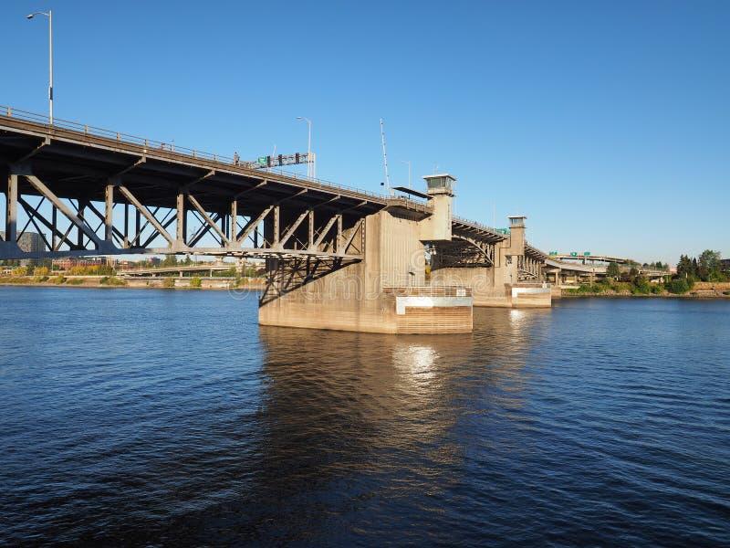 Мост Morrison, Портленд, Орегон стоковые фото