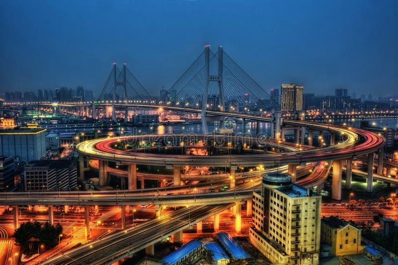 Мост Nanpu горизонта Шанхая стоковые изображения