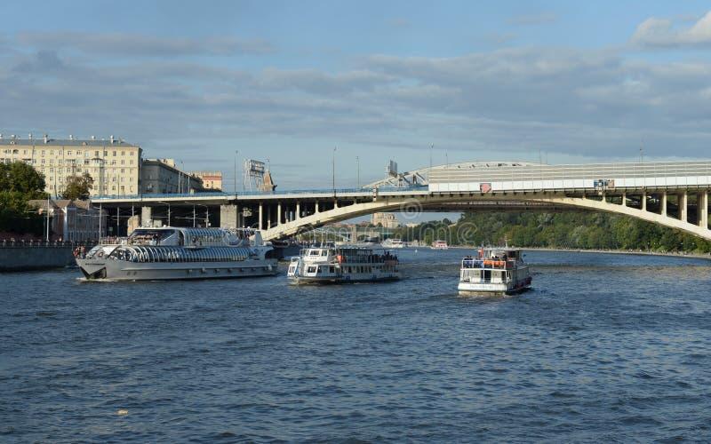 Мост Novoandreevsky через реку Москвы стоковые изображения rf