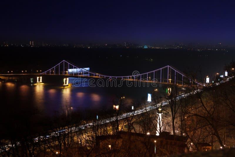 Мост Parkovy над рекой Dnieper в Киеве, Украине стоковое фото