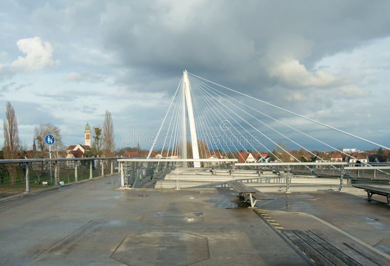 Мост Passerelle пешеходный между Kehl (Германией) и Strasbou стоковое фото rf