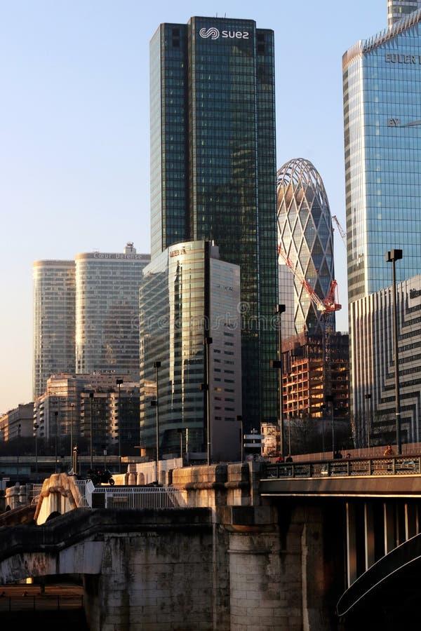 Мост Pont de Neuilly и оборона Ла организации бизнеса Парижа в Франции стоковое фото