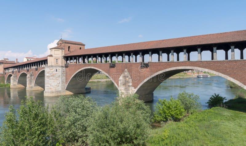 Мост Ponte Coperto, Павия, Ломбардия, Италия стоковые фото