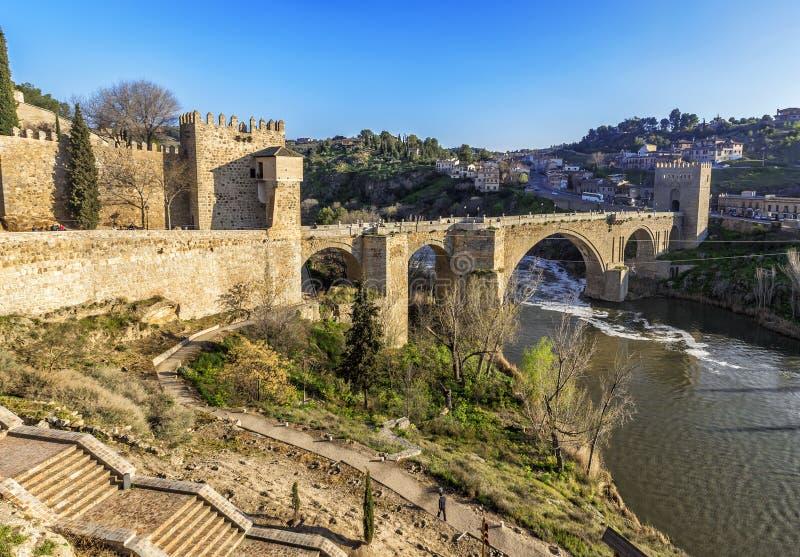 Мост Puente de Сан Мартина над рекой Tajo в Toledo, Испании стоковое фото