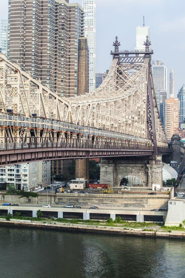 Мост Queensboro соединяет Манхэттен с ферзями стоковое фото
