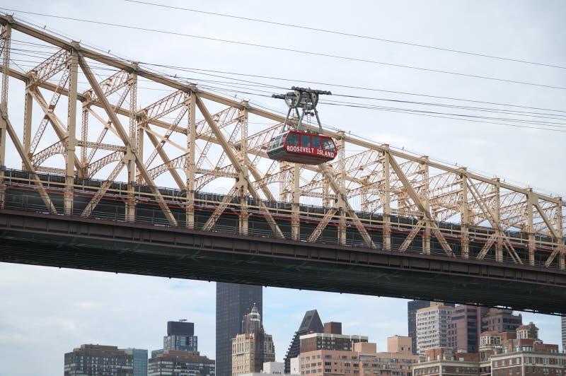 Мост Queensborough в центре города Манхаттане с горизонтом Нью-Йорка над Ист-Ривер стоковое фото