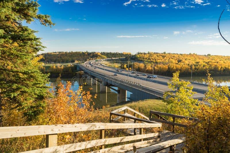 Мост Quesnell - понижается 2015, Эдмонтон, Альберта, Канада стоковые изображения