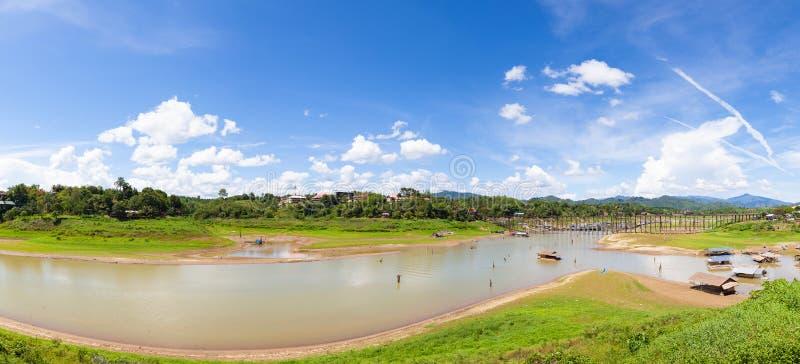 Мост sagklaburi панорамы стоковые фотографии rf