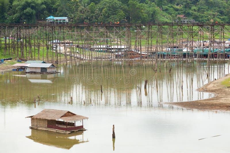 Мост Sagklaburi стоковая фотография rf