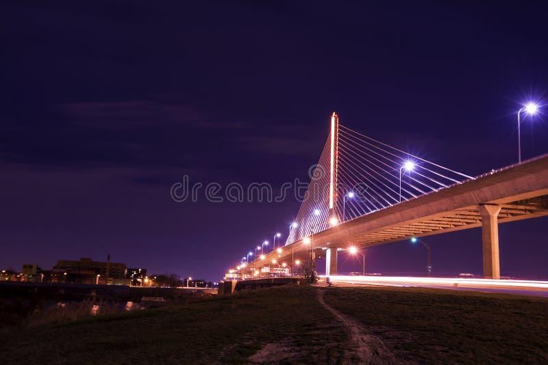 Мост Skyway города ветеранов стеклянный стоковые фотографии rf