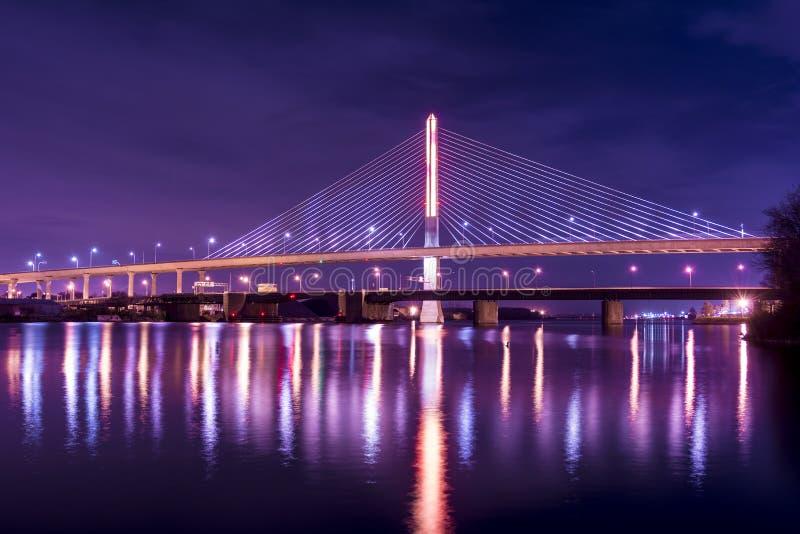 Мост Skyway города ветеранов стеклянный стоковое фото rf