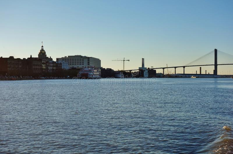 Мост Talmadge мемориальный над Рекой Savannah в Georgia стоковые фото