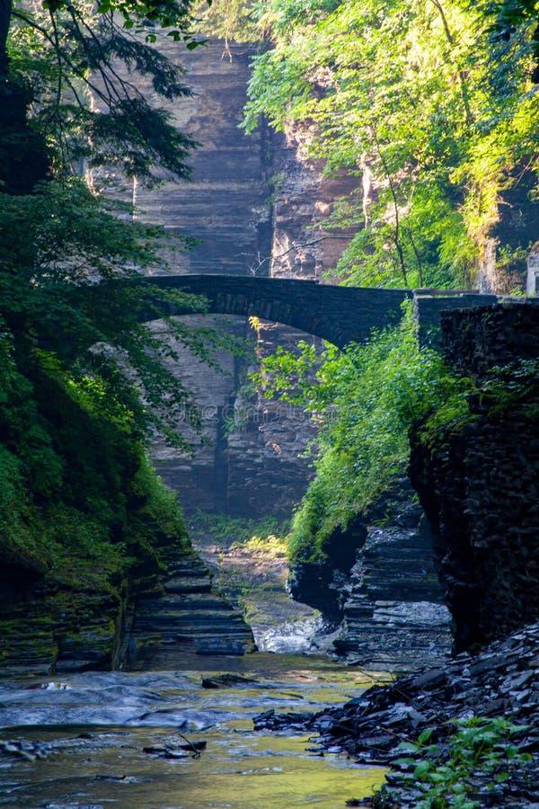 Мост Treman каменный на зоре стоковые фото