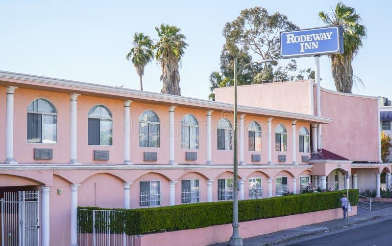 Мотель гостиницы Rodeway в Лос-Анджелесе - ЛОС-АНДЖЕЛЕСЕ - КАЛИФОРНИИ - 20-ое апреля 2017 стоковые изображения rf