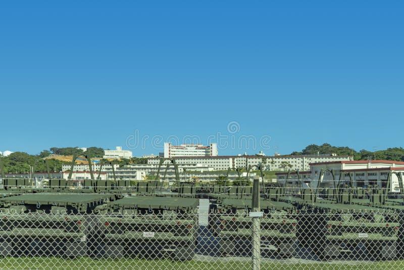 Моторизованные корабли выровнялись вверх на военной базе США на острове Окинава стоковые изображения