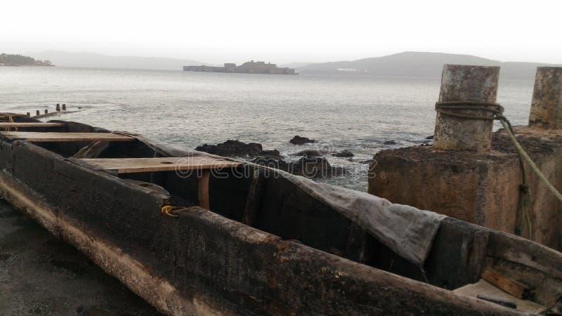 Моторка в середине открытого моря Лаке Таюое, Калифорнии, Соединенных Штатов стоковые изображения rf