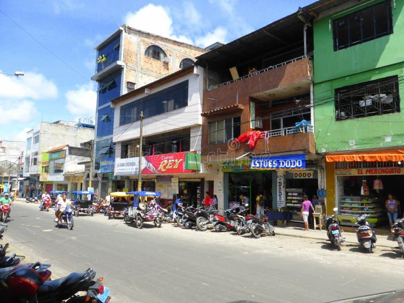 Мотоциклы и магазины на улице города стоковое фото rf