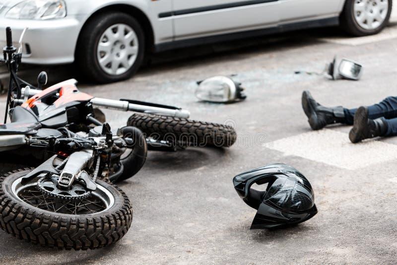 Мотоцикл и автомобильная катастрофа стоковые фотографии rf