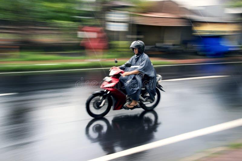 Мотоцикл катания в Бали стоковое фото
