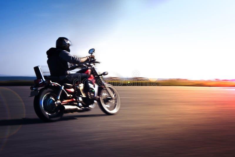 Мотоцикл катания стоковые изображения
