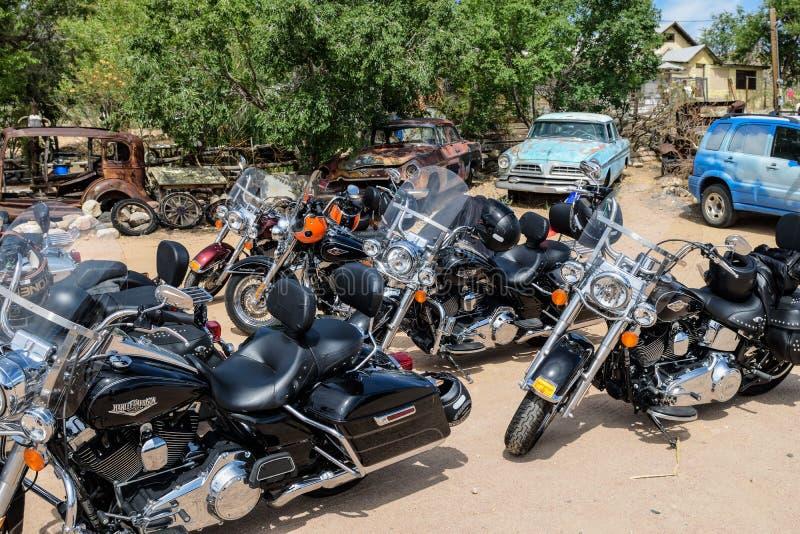 Мотоцилк на трассе 66, Hackberry, Аризона, США стоковая фотография