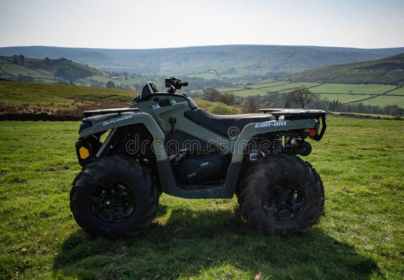 Мочь-был ATV на ферме нагорья в северном Йорке причаливают стоковая фотография rf