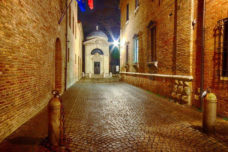 Мощенные булыжником улицы Равенны стоковое фото
