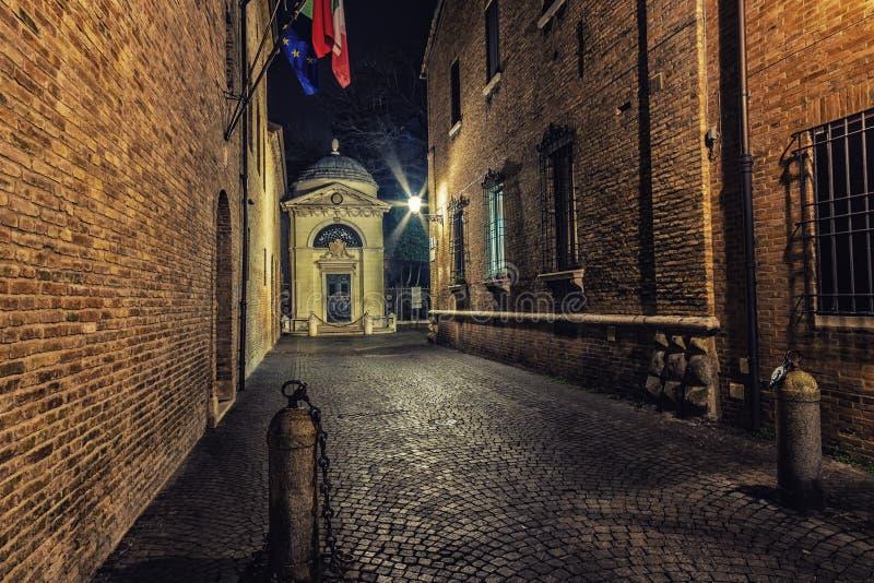 Мощенные булыжником улицы Равенны стоковые фото