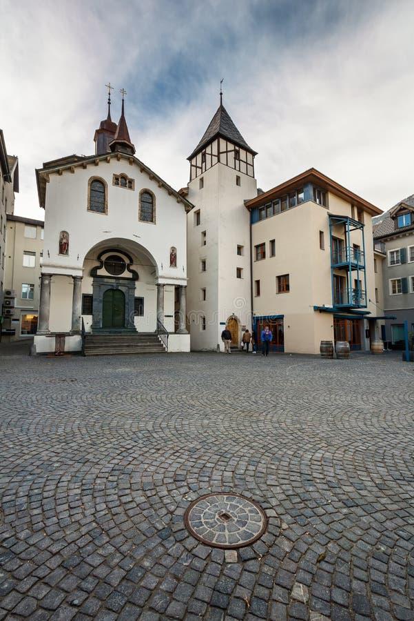 Мощенные булыжником улицы старого городка в бриге стоковое изображение