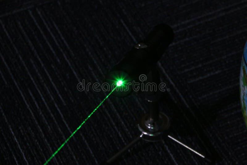 мощный указатель лазера зеленого цвета 1W стоковое изображение rf