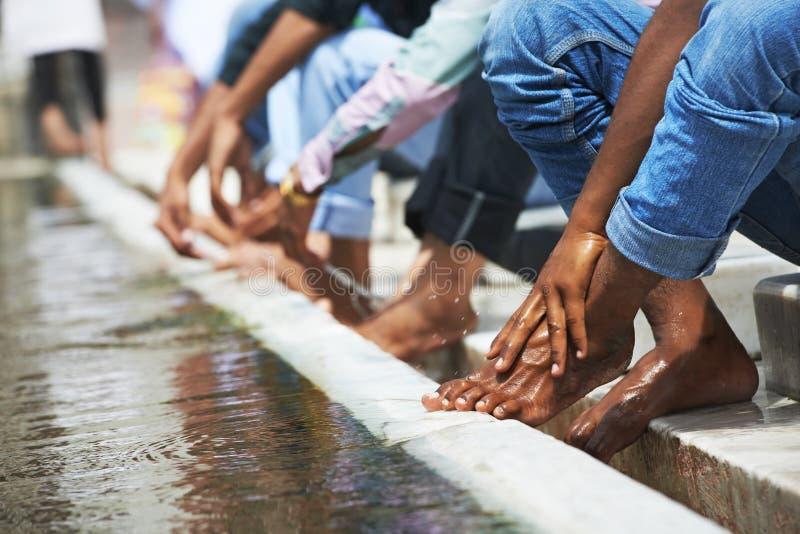 Моя обряд омовения ноги исламский стоковые изображения rf