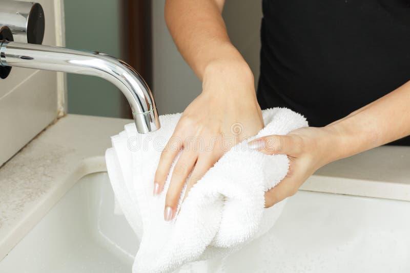 Моя руки с мылом стоковые изображения