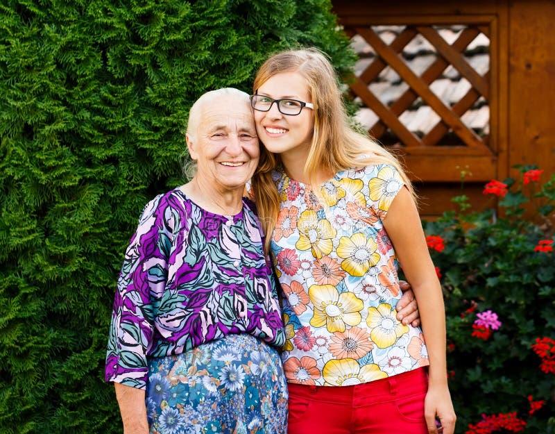Моя симпатичная бабушка! стоковое изображение