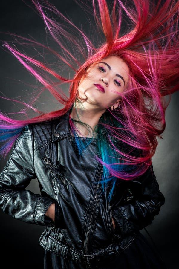 Мода волос маленькой девочки пышная стоковые фото