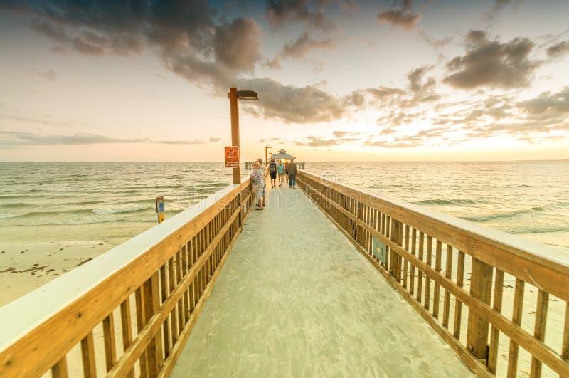 Мола на заходе солнца, Fort Myers - Флорида стоковая фотография rf