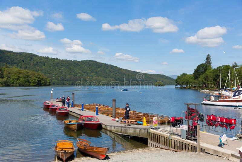 Мола шлюпки для отключений Bowness на районе Cumbria Англии Великобритании озера Windermere стоковые изображения