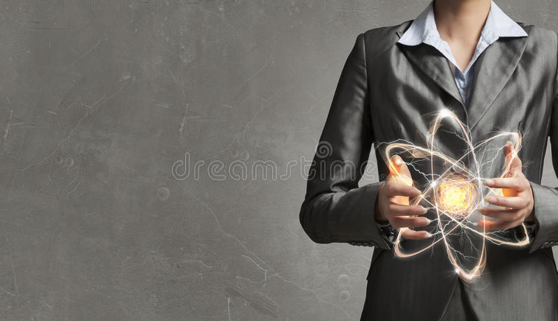 Молекула атома в руках стоковое фото rf