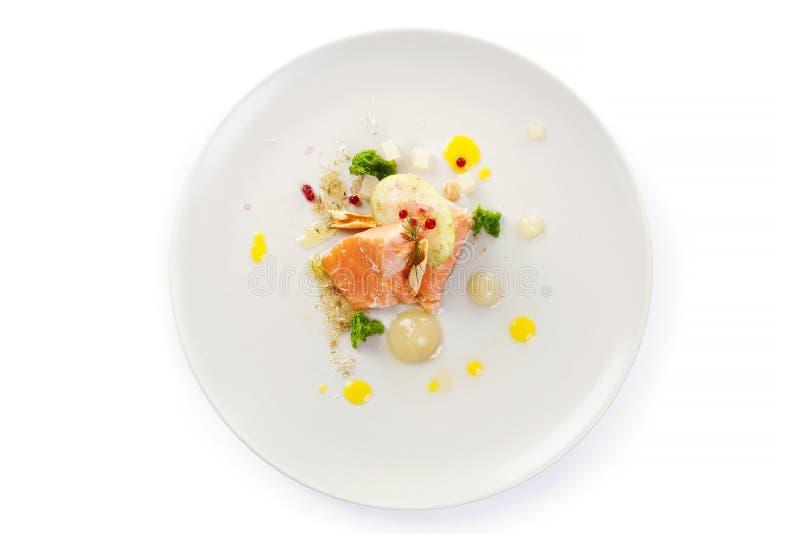 Молекулярные современные рыбы красного цвета кухни стоковое изображение rf
