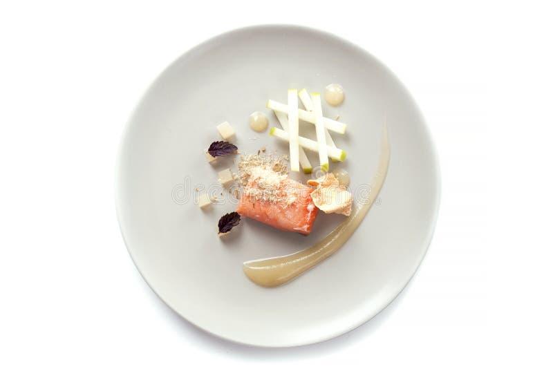 Молекулярные современные рыбы красного цвета кухни стоковые фото